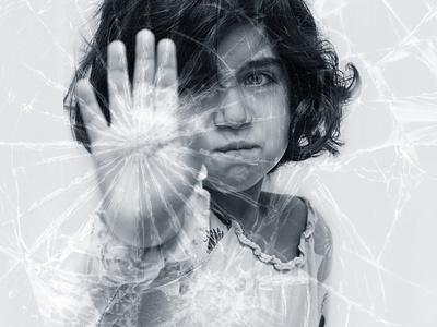 Child_broken_glass_safety_film_1.jpg